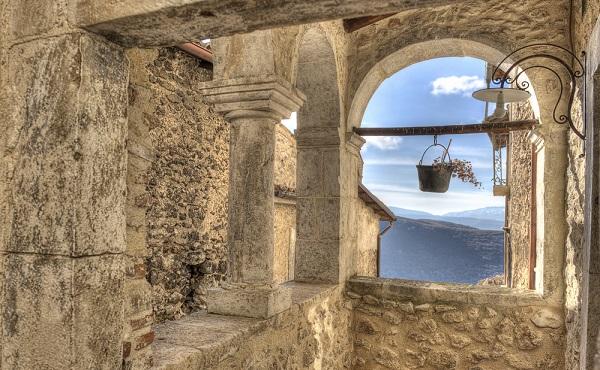 Santo-Stefano-di-Sessanio-Abruzzo-2