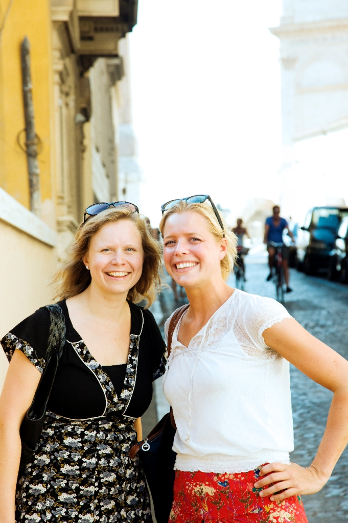 Saskia en Willemijn in Rome (foto Chantal Ariens)