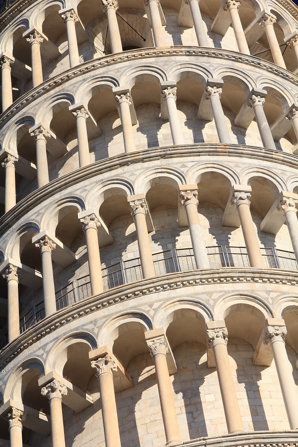 Scheve-Toren-Campo-Miracoli-Pisa-Toscane (1)