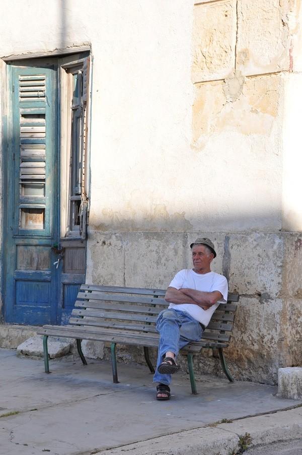 Sicilië-oud-mannetje-Balestrate (1)
