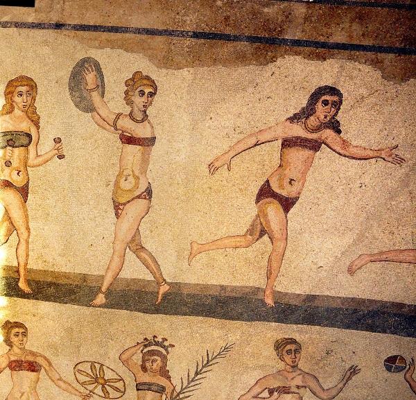 Sicilie-Piazza-Armerina-bikinimeisjes