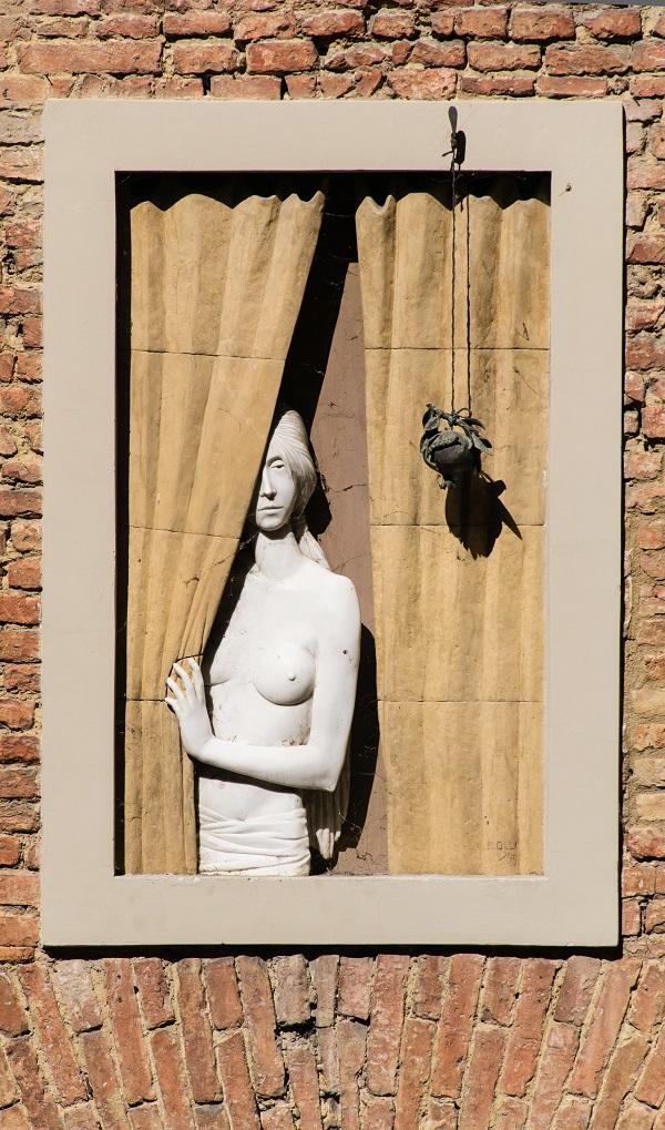 Siena-Bruco-vrouw-raam (2)
