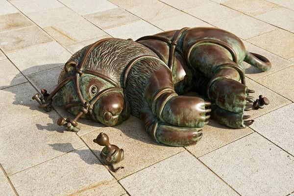 Sprookjes-Beelden-aan-Zee-Scheveningen -De-leeuw-en-de-muis
