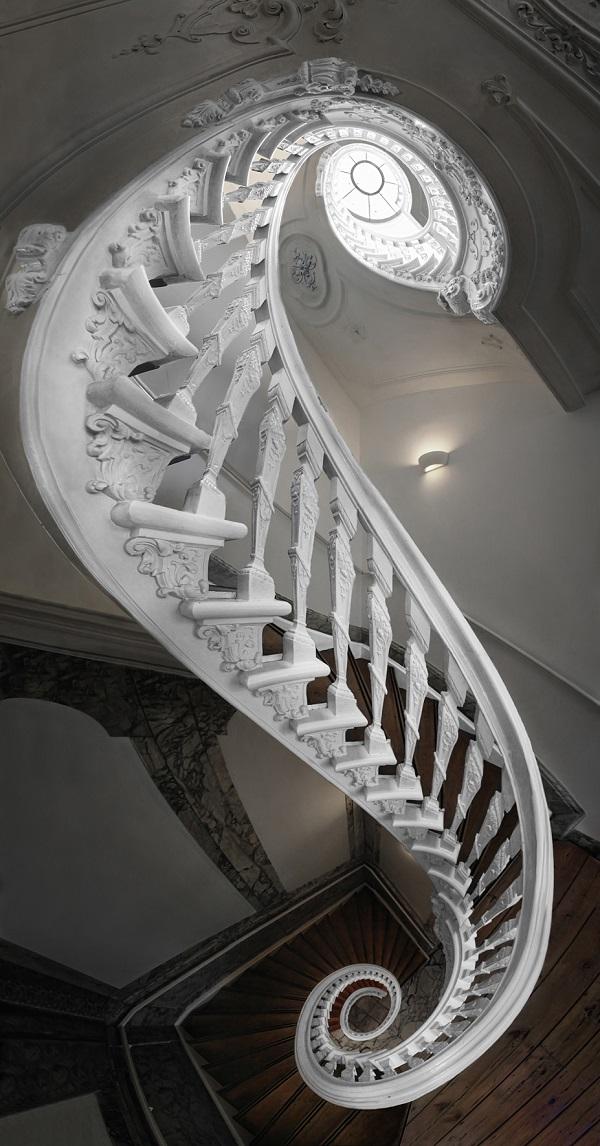 Stunning staircases amsterdamse trappen voor een italiaanse lens ciao tutti - Decoratie van trappenhuis ...