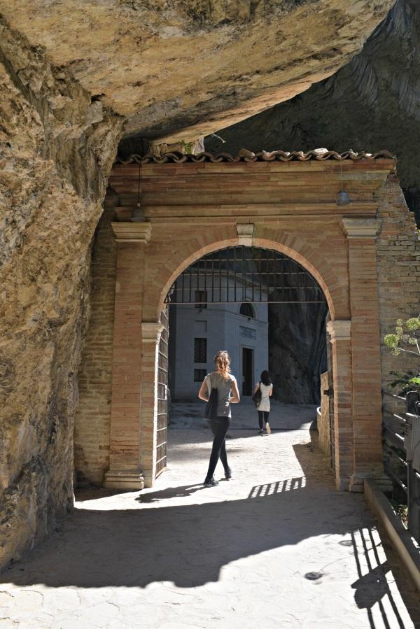 Tempio-Valadier-Frasassi-Le-Marche (11)