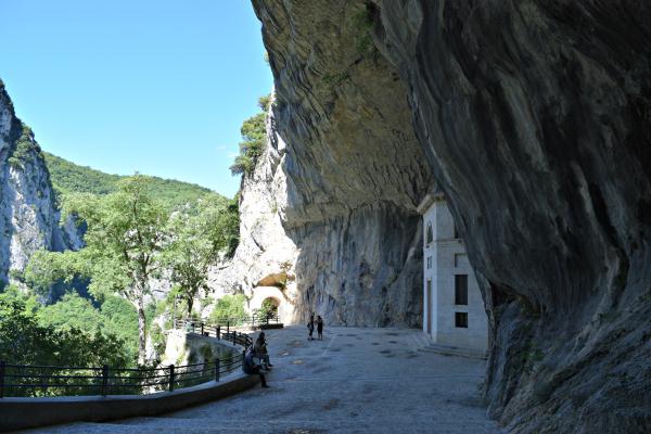 Tempio-Valadier-Frasassi-Le-Marche (14)