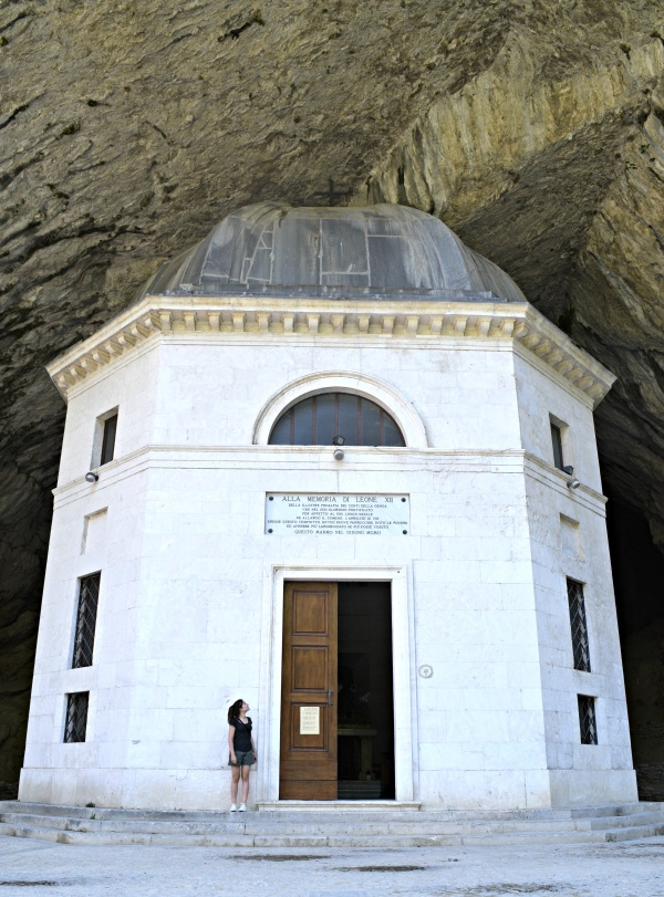 Tempio-Valadier-Frasassi-Le-Marche (16)