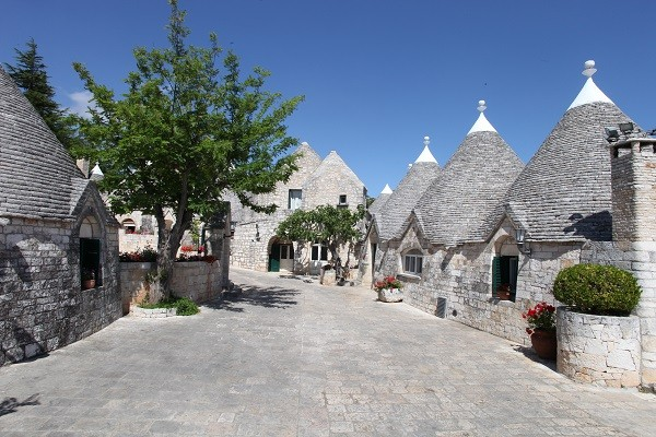 Tenuta-Le-Monacelle-Puglia-trulli-1 (1)