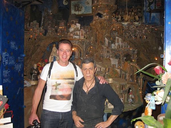 Umberto Jannacone is een echte Napolitaanse kerststallenkunstenaar, gevestigd op de Via dell'Anticaglia