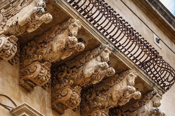 Val-di-Noto-Sicilië-barok-balkonnetjes (13)