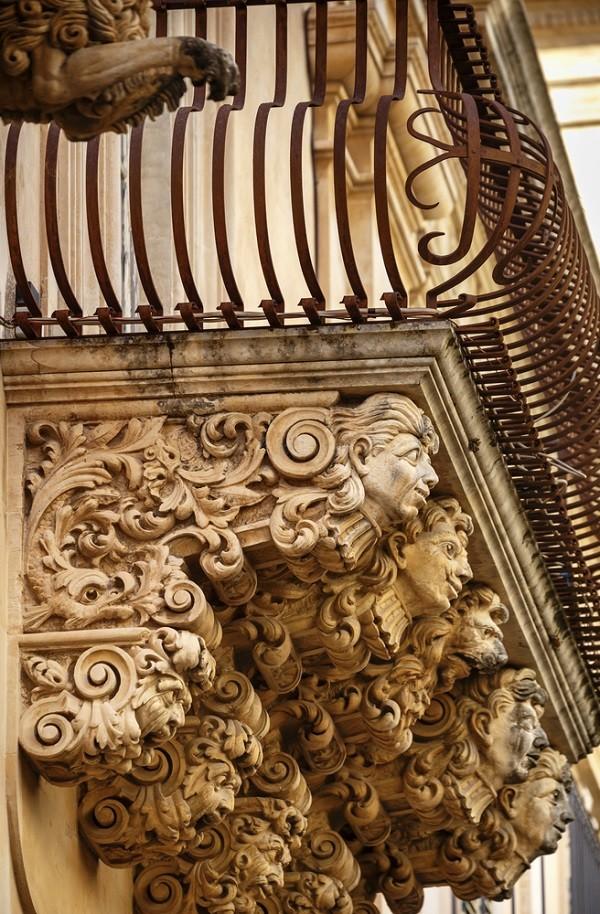 Val-di-Noto-Sicilië-barok-balkonnetjes (16)
