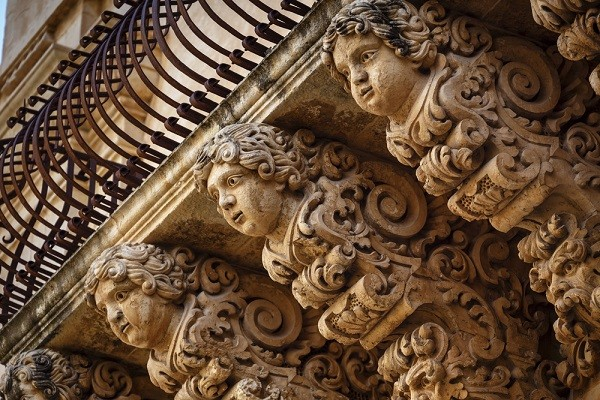 Val-di-Noto-Sicilië-barok-balkonnetjes (18)