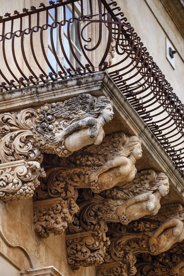 Val-di-Noto-Sicilië-barok-balkonnetjes (2a)