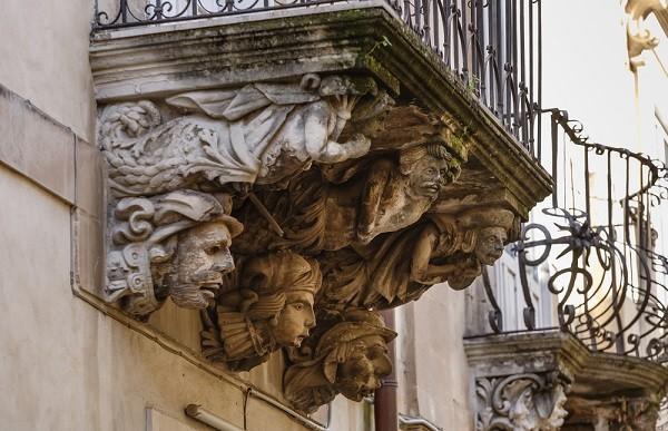 Val-di-Noto-Sicilië-barok-balkonnetjes (3)