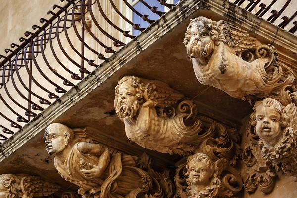 Val-di-Noto-Sicilië-barok-balkonnetjes (5)
