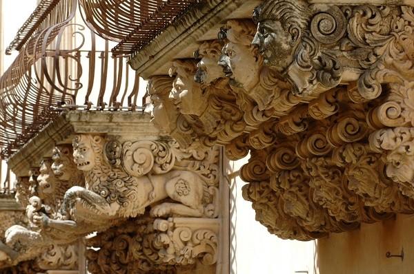 Val-di-Noto-Sicilië-barok-balkonnetjes (7)