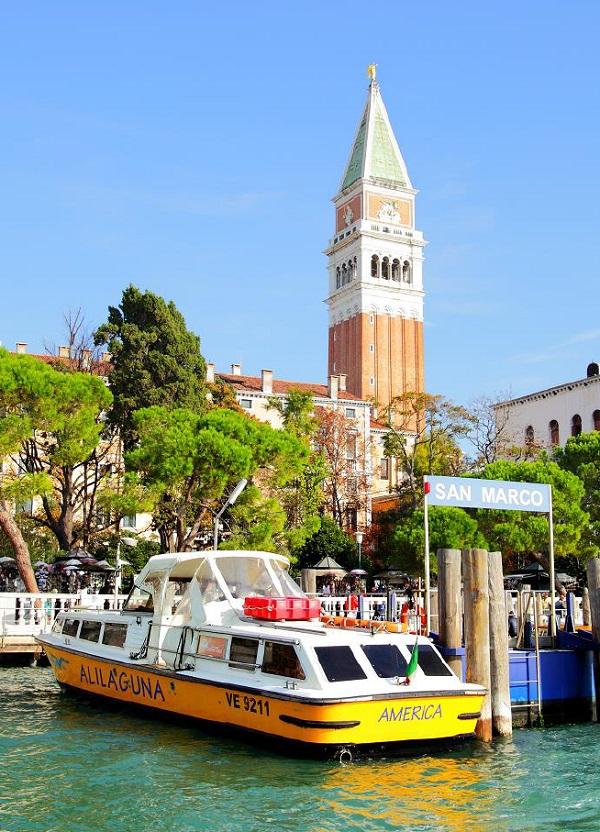 Venetië-Alilaguna-boot-vliegveld-stad-2