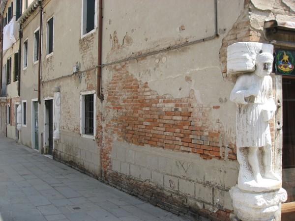 Venetië-neus-die-geluk-brengt-Campo-dei-Mori (2)