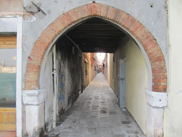 Venetië-rust-steegje