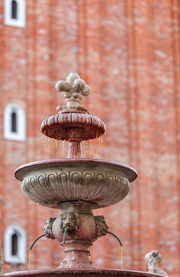 Venetie-Piazza-San-Marco-campanile-fontein (1)
