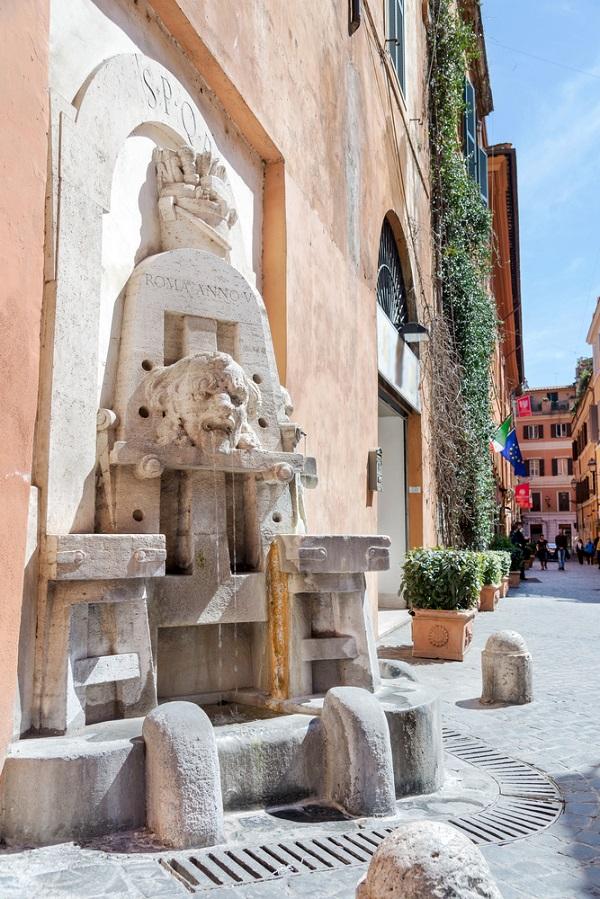 Via-Margutta-Rome-fontein