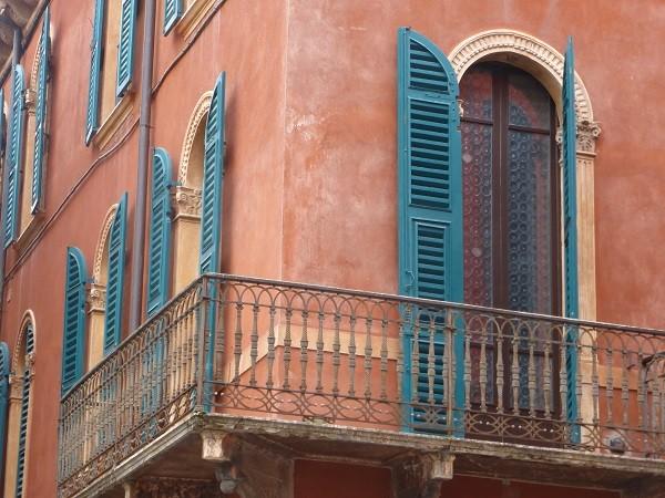 Via-Roma-luiken-Verona (1)
