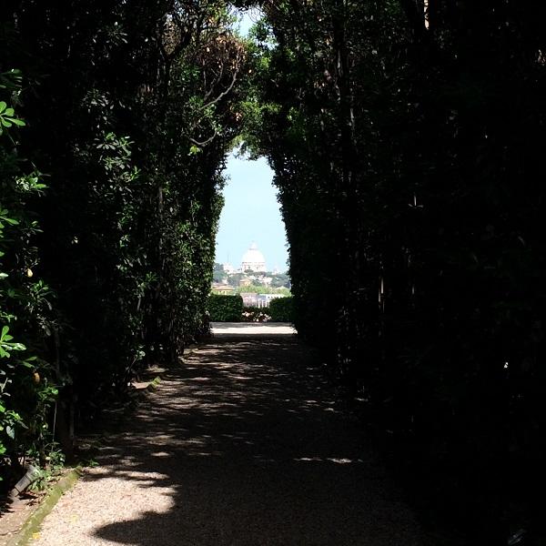 Villa-del-Priorato-achter-het-sleutelgat-Aventijn-Rome-koepel-Sint-Pieter-uitzicht (2)