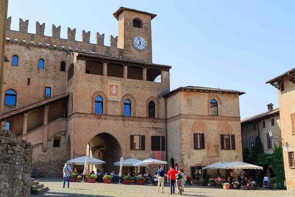 Viva-Emilia-Castell-Arquato-Palazzo-Pretorio