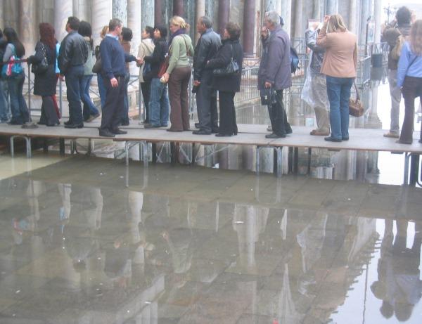 acqua-alta-Venetië-2006 (1)
