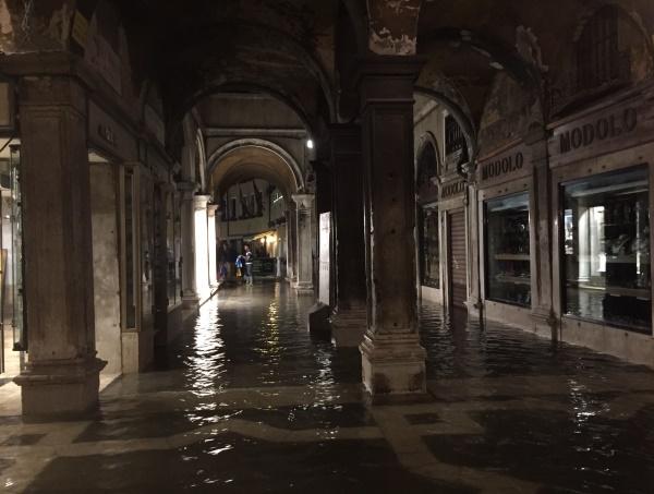 acqua-alta-mei-2015-San-Marco (5)