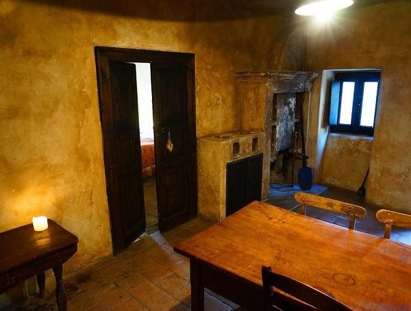 albergo-diffuso-Sextantio-Abruzzo-kamer (6)