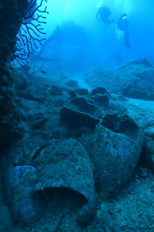 amforen-zeebodem-Sicilie-en-de-zee