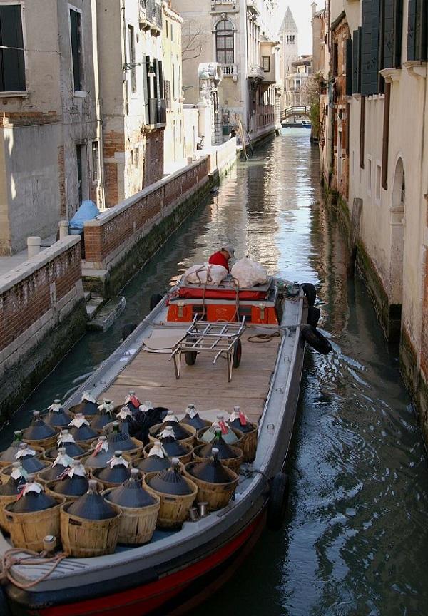 bevoorrading-boot-Venetië-3
