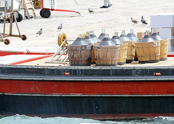 bevoorrading-boot-Venetië-4