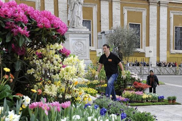 bloemen-Pasen-Sint-Pietersplein-Rome (1)