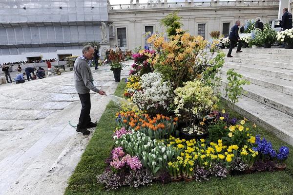 bloemen-Pasen-Sint-Pietersplein-Rome (11)