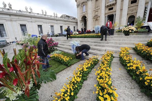 bloemen-Pasen-Sint-Pietersplein-Rome (15)