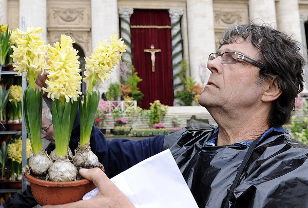 bloemen-Pasen-Sint-Pietersplein-Rome (5)