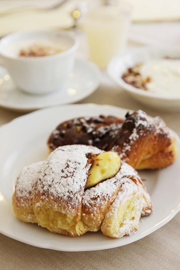 brioche-cappuccino-ontbijt-Milaan