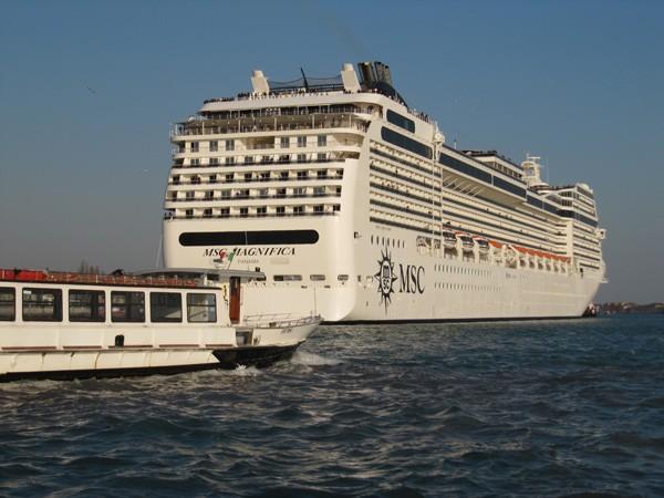 cruise-schepen-Venetie-verboden (2)