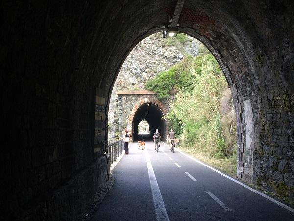 fietspad-Levanto-Bonassola-spoorwegtunnels (6)