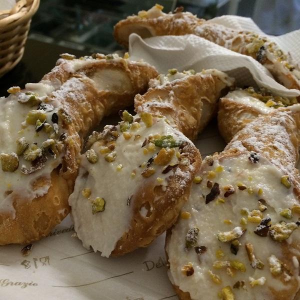 pasticceria-D'Ambra-Lipari-cannoli (1)
