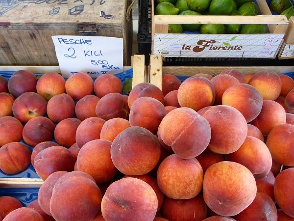 perziken-markt-Italie