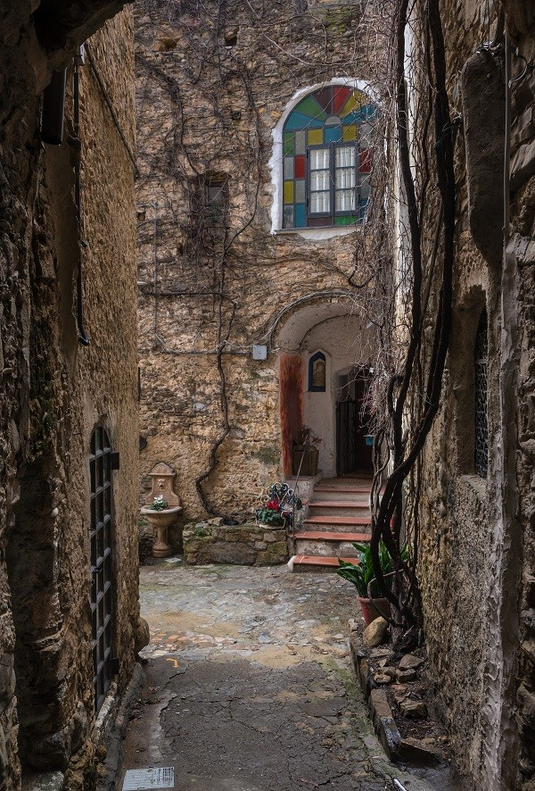 spookstad-Italie-Bussana Vecchia (1)