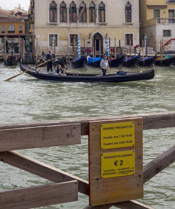 traghetto-gondel-Venetie (1)