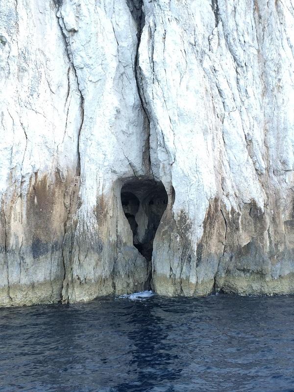 varen-Capri-boottocht-grot-schedel
