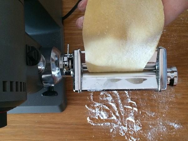 zelf-pasta-maken-pastamachine-Maxximum-Bosch-1