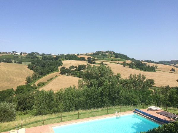 zwembad-Countryhouse-Montesoffio-Le-Marche