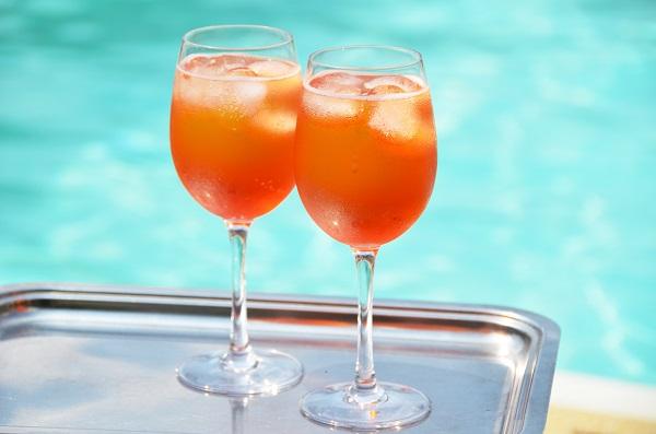 zwembad-Italie-aperitivo-Aperol-Spritz
